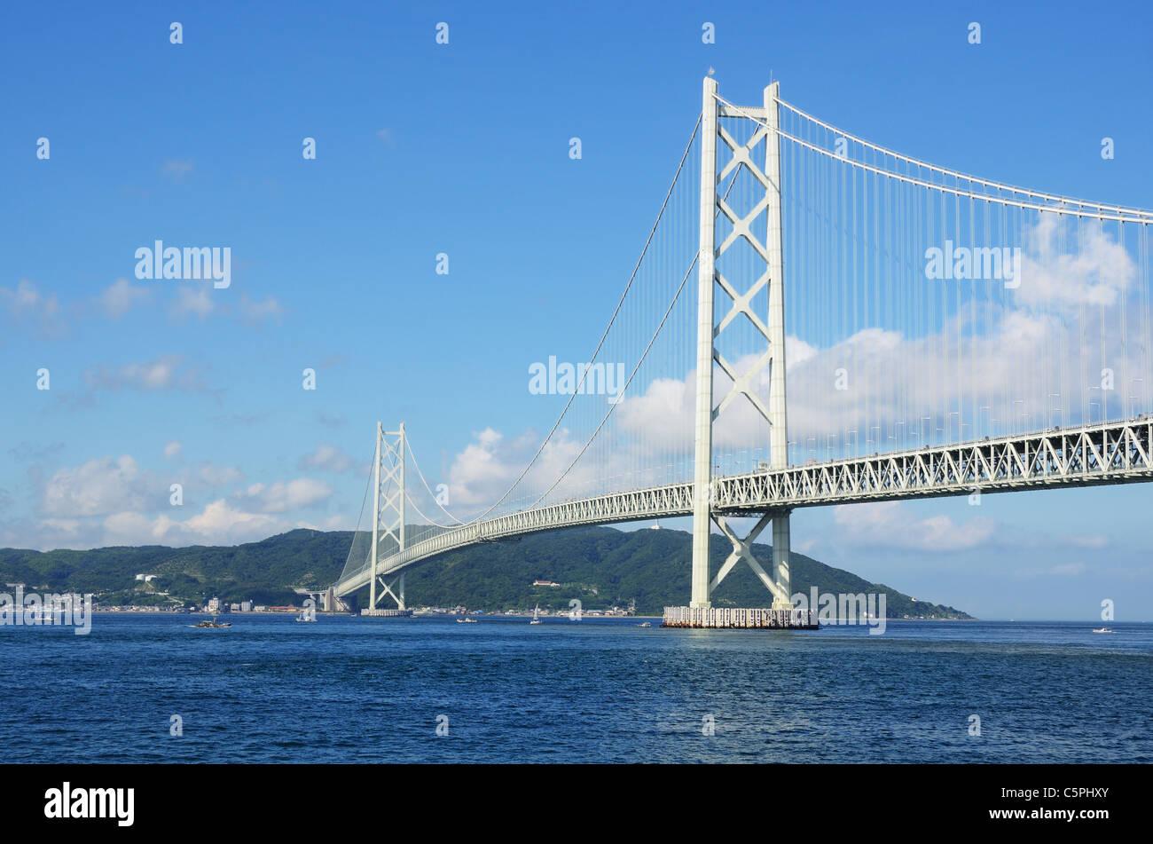 Puente Akashi Kaikyo en Kobe, Japón. Foto de stock