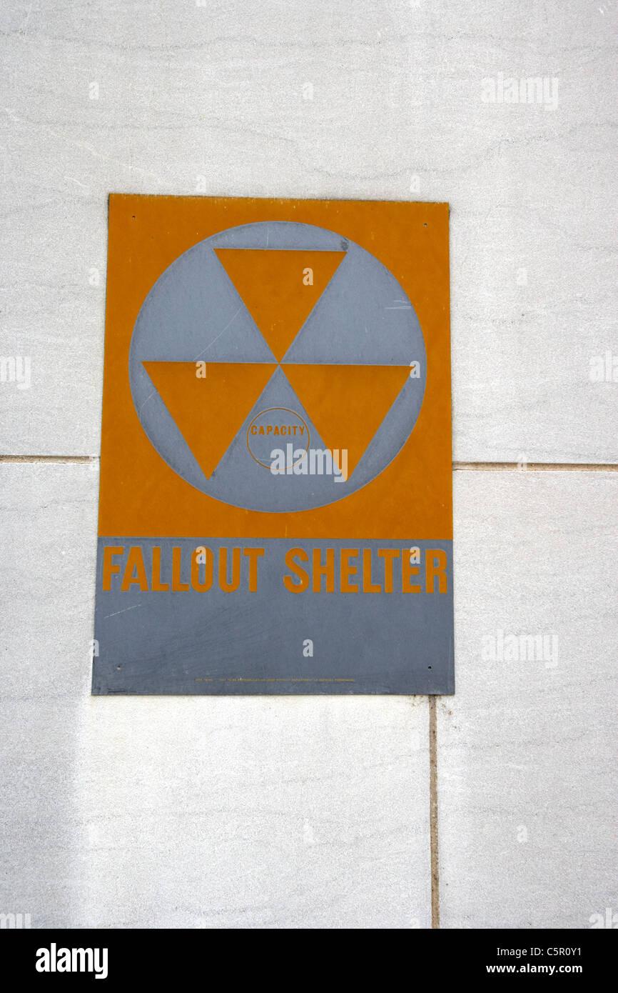 Antiguo refugio de Fallout nuclear de la guerra fría cartel en edificio público de Nashville, Tennessee, Imagen De Stock