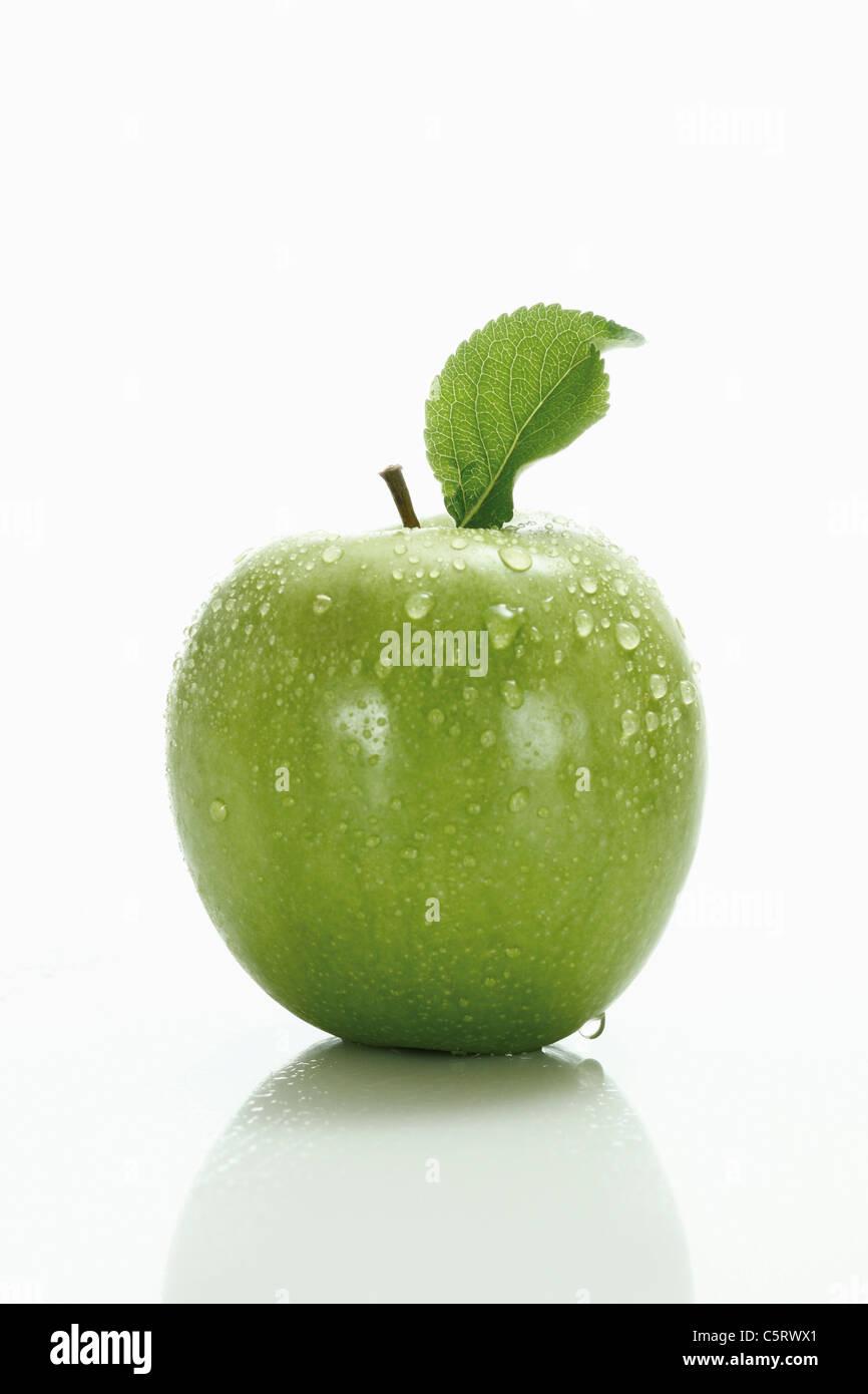 Manzana Verde con la hoja Imagen De Stock