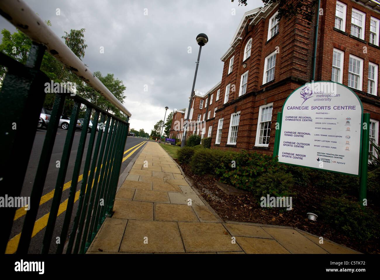 La Universidad Metropolitana de Leeds Carnegie Sport Center y firmar, en agosto de 2011, el campus, Headingley Carnegie Imagen De Stock