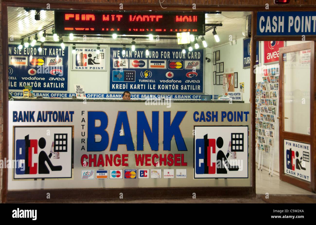 Lado de la Ciudad de Turquía Banco cajero bancario Monet cambiar Imagen De Stock