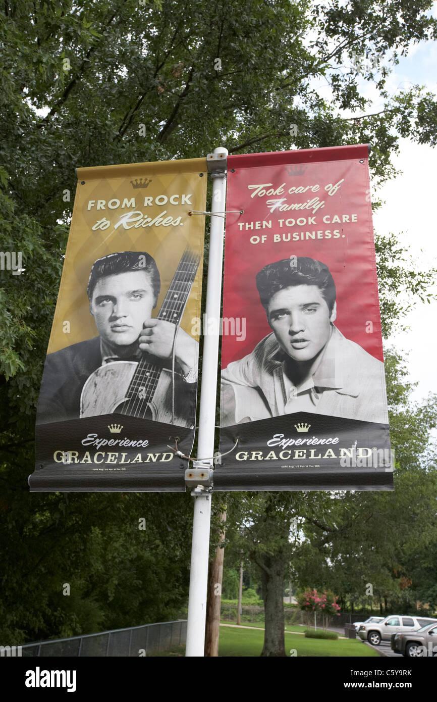 Carteles y anuncios de banner de Graceland con elvis presley Memphis Tennessee, EE.UU. Imagen De Stock
