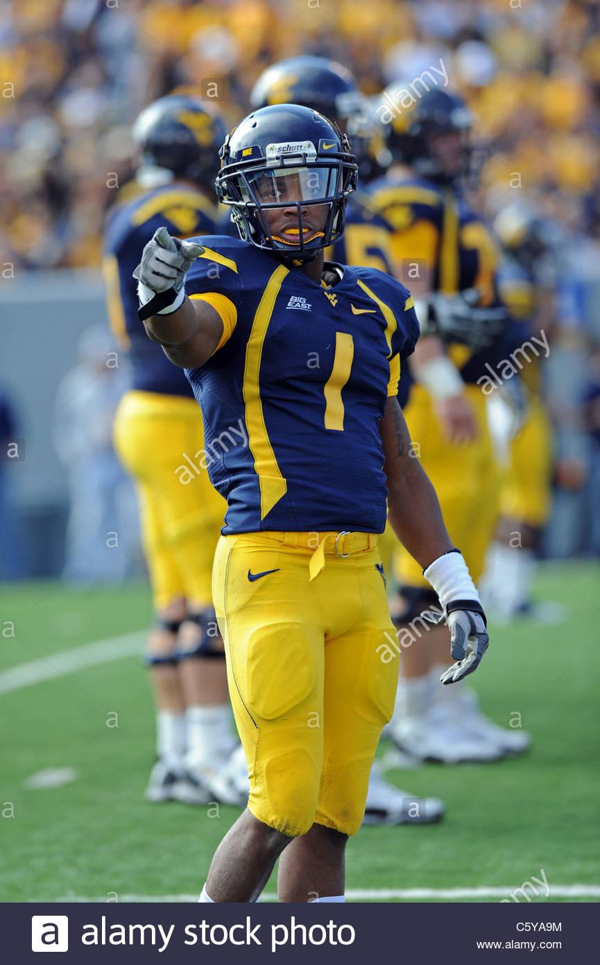 Jugador de fútbol de la Universidad de Virginia Occidental Tavon ...