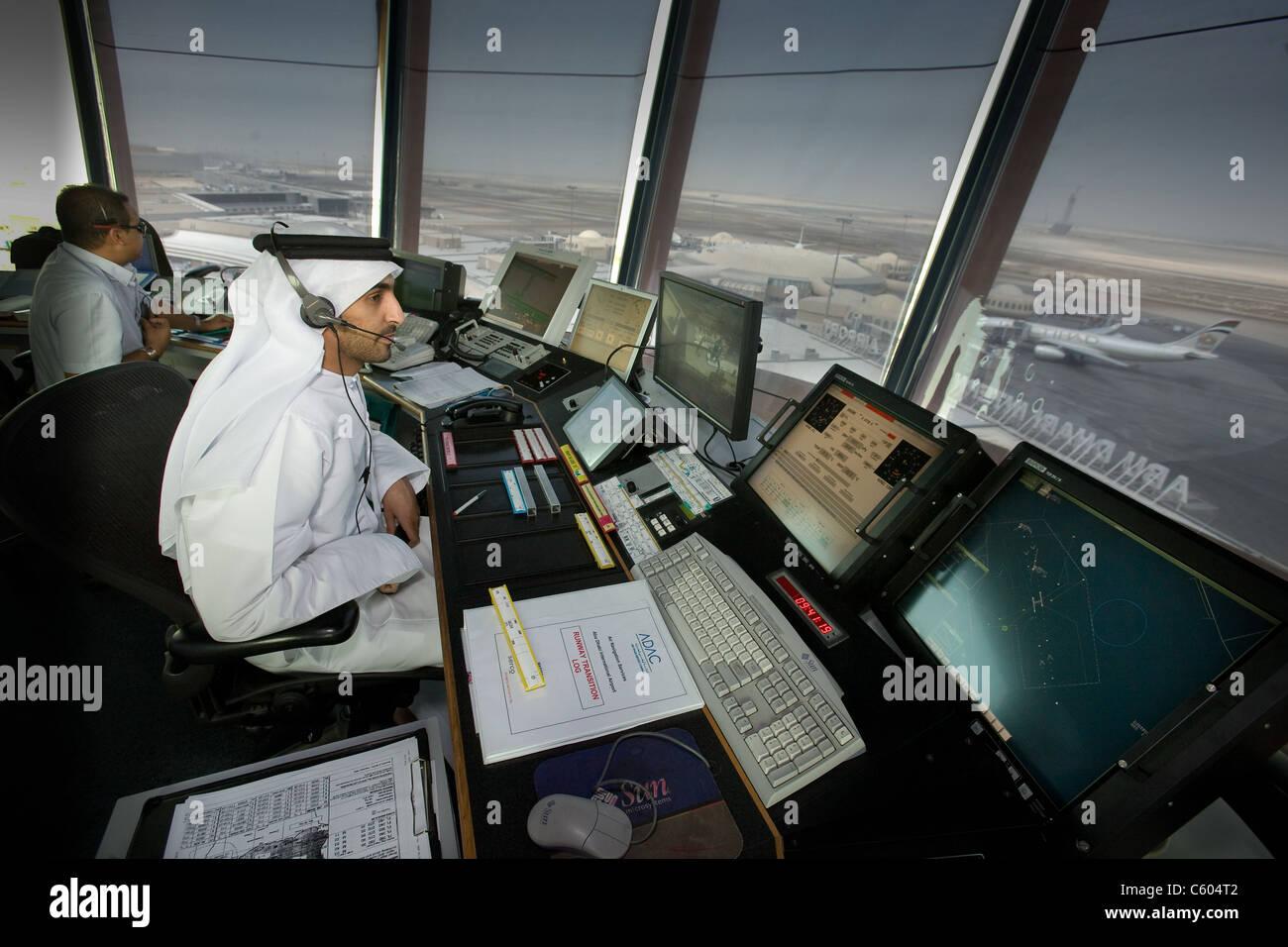 Torre de Control del aeropuerto de Abu Dhabi Foto de stock
