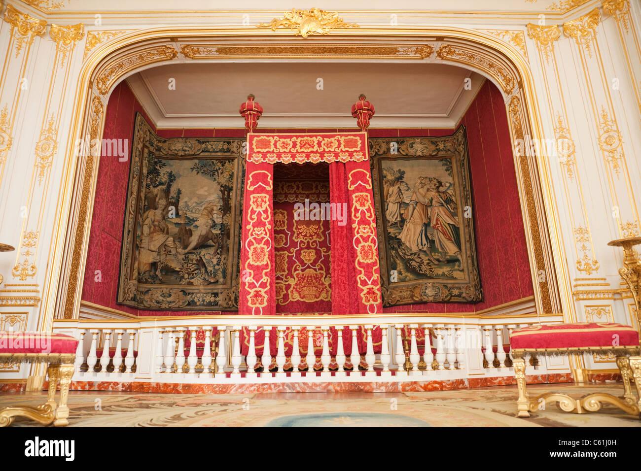 Francia, el Valle del Loira, el castillo de Chambord, el rey Luis XIV Dormitorio Foto de stock