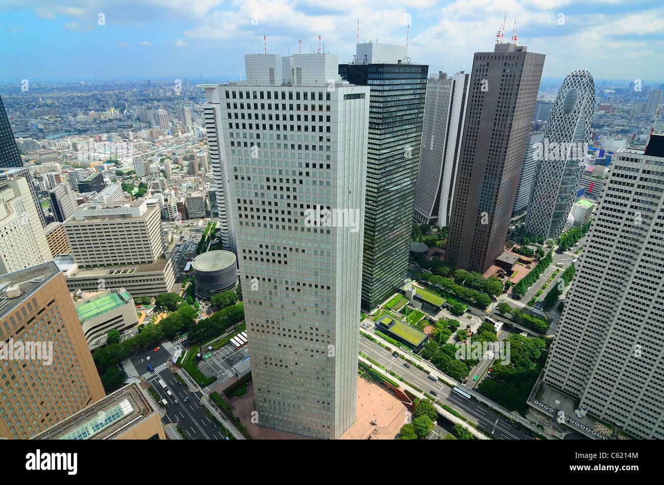 Los rascacielos en Shinjuku, Tokio, Japón. Imagen De Stock