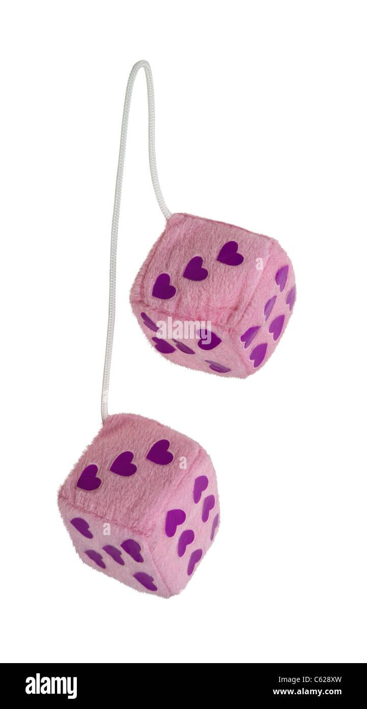 Fuzzy pink heart dados que son generalmente colgado del espejo retrovisor de un coche - Ruta incluida Imagen De Stock