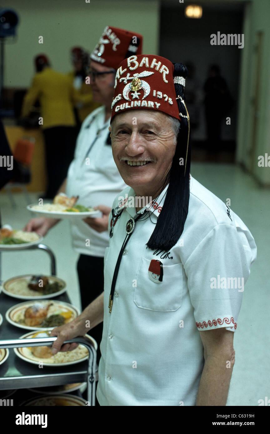 733b0e1a46832 Una fraternidad Shriners de masones Fez sombreros Imagen De Stock
