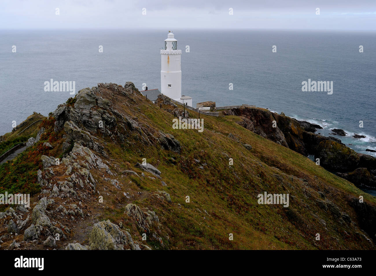 Punto de inicio faro en el sur de la costa de Devon. Foto de stock