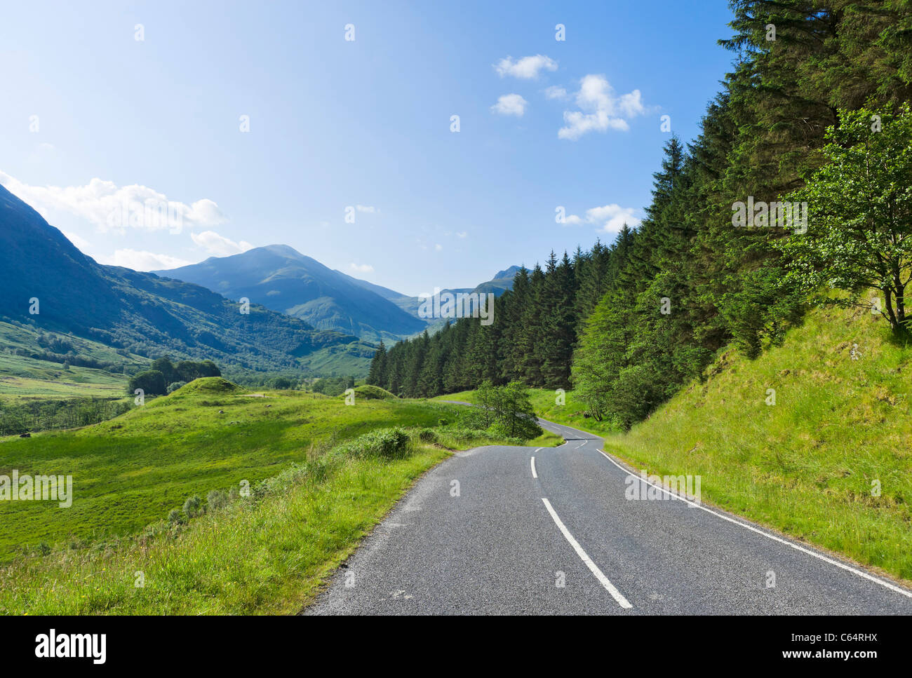 Carretera a través de Glen Nevis, Lochabar, Scottish Highlands, Scotland, Reino Unido Imagen De Stock