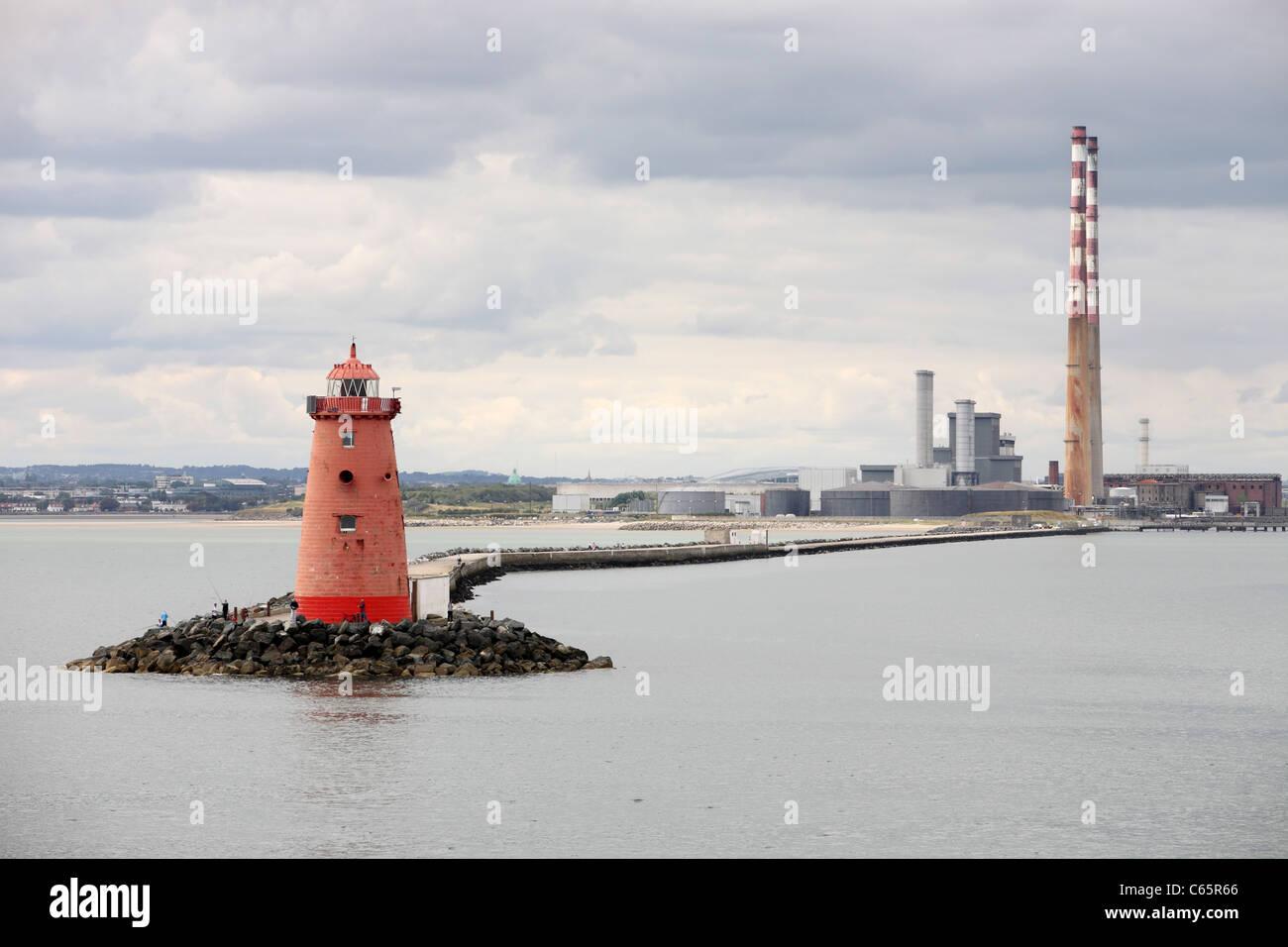 Poolbeg faro y Power Station Foto de stock