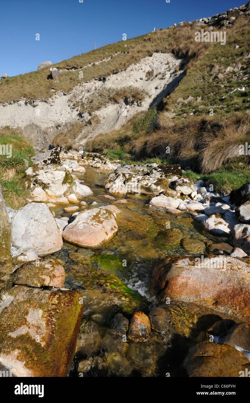 Caher Gracial erosionados y deposita cerca del río, el Burren Fanor Imagen De Stock