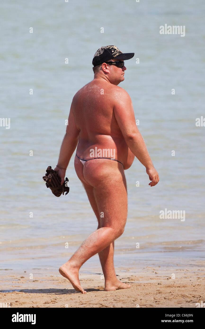 Hombre Gordo En La Playa Fotos E Imágenes De Stock Alamy