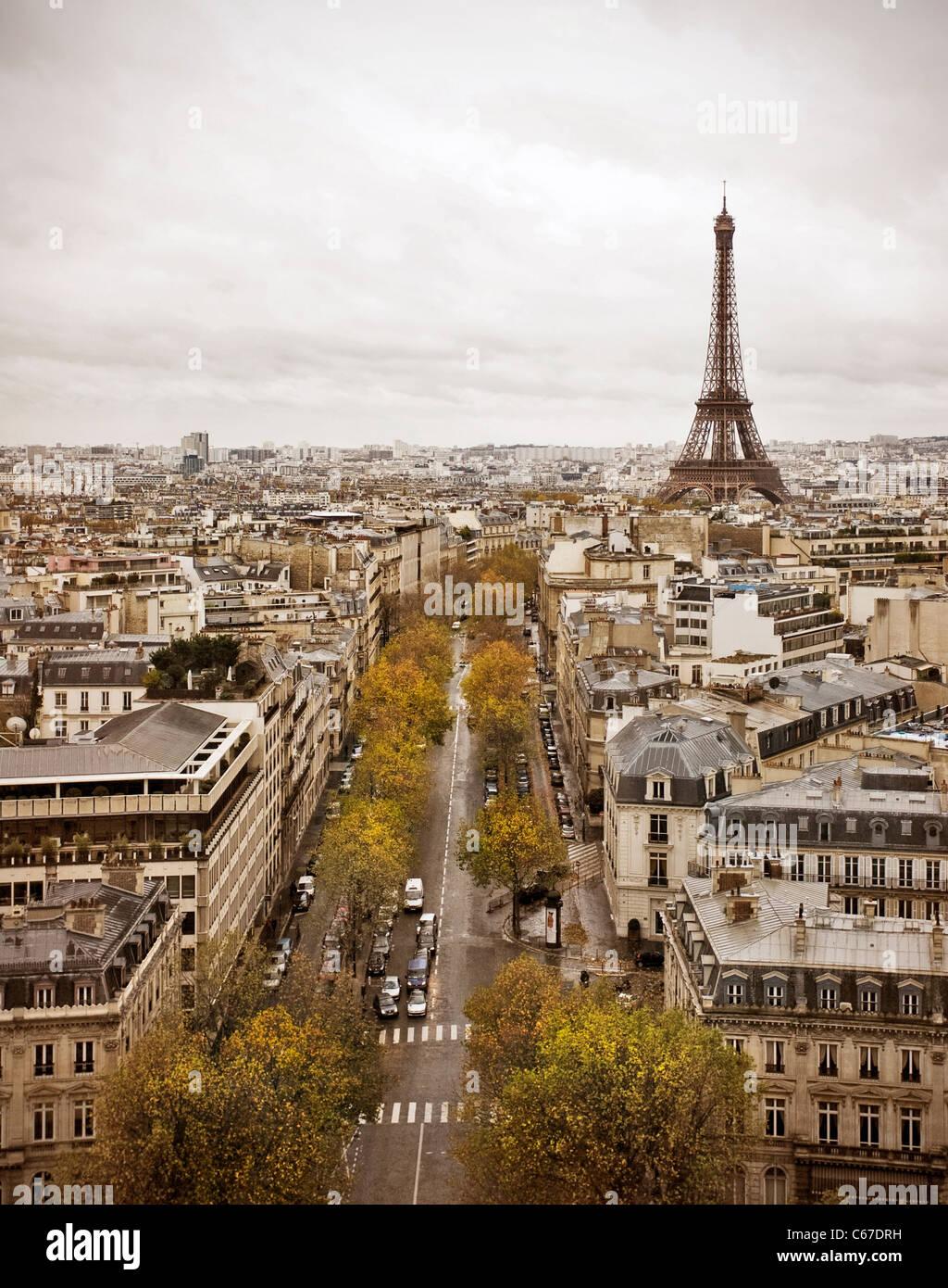 Horizonte de París con la Torre Eiffel. Imagen De Stock