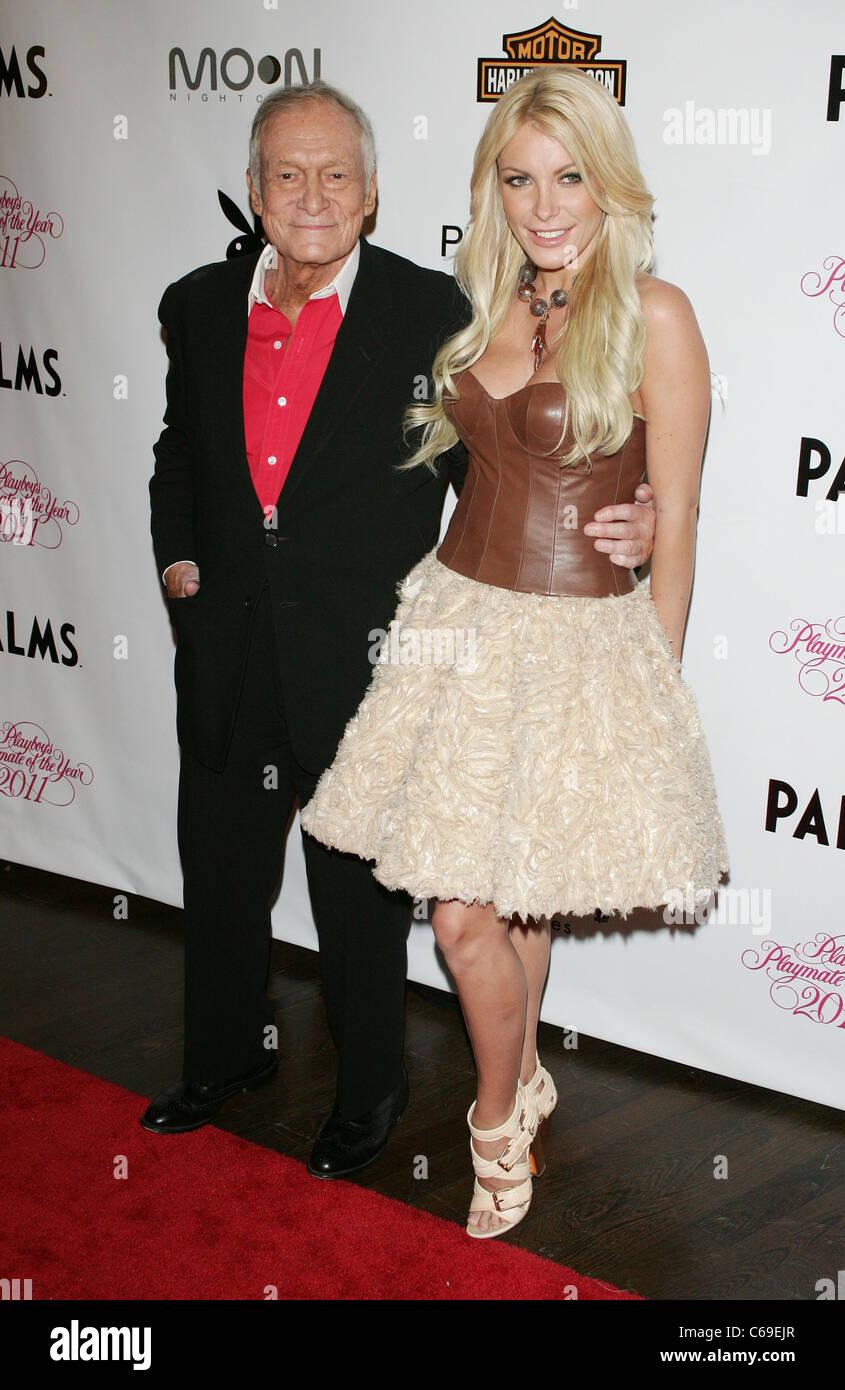 Hugh Hefner, Crystal Harris en la terminal de llegadas de Playmate del año parte en el Moon Nightclub, Palms Resort Foto de stock