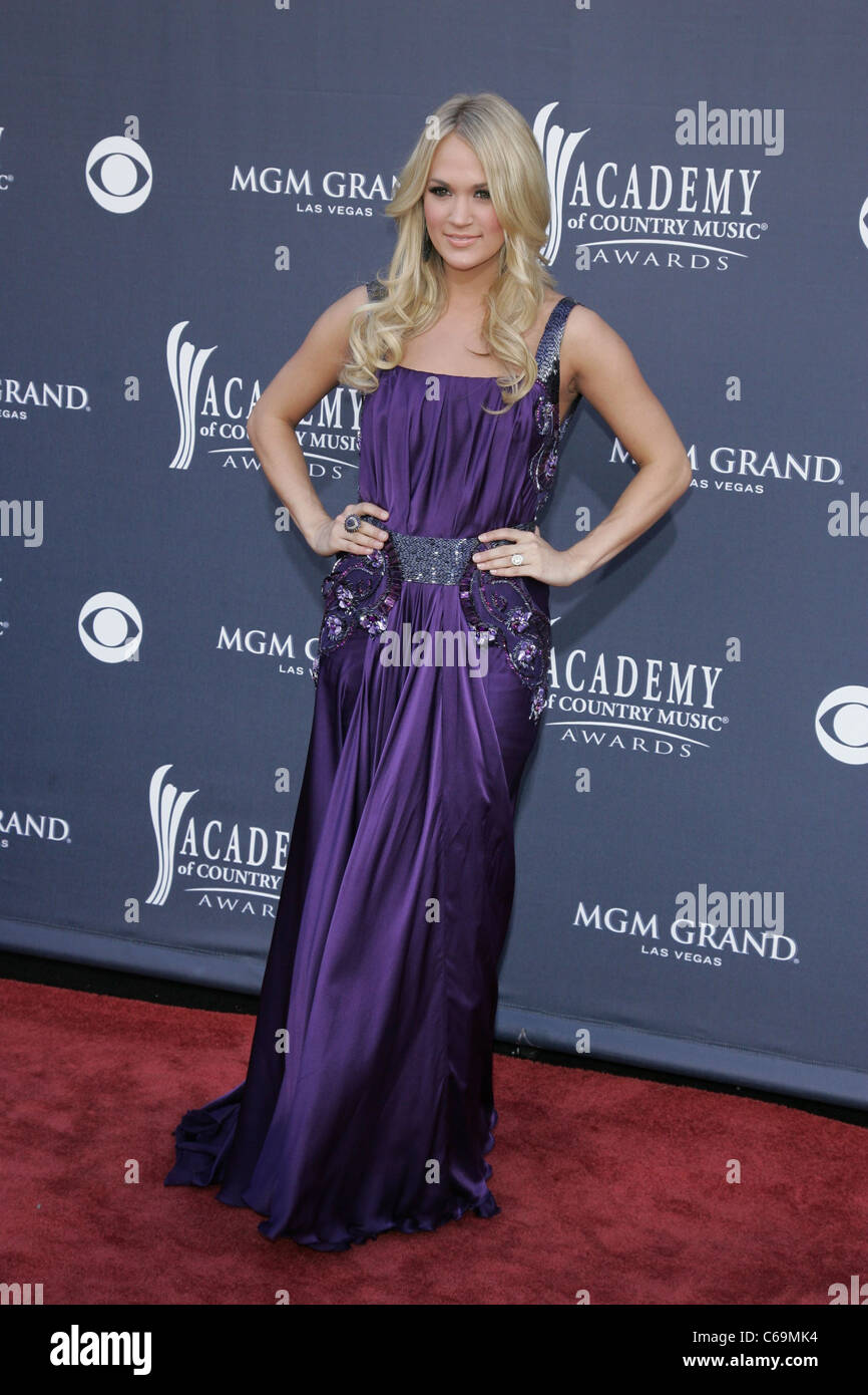 Anticuado Vestido De Novia De Carrie Underwood Ideas Ornamento ...