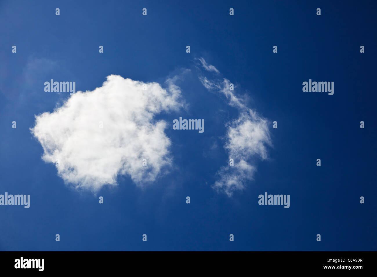 Cielo azul y las nubes Imagen De Stock