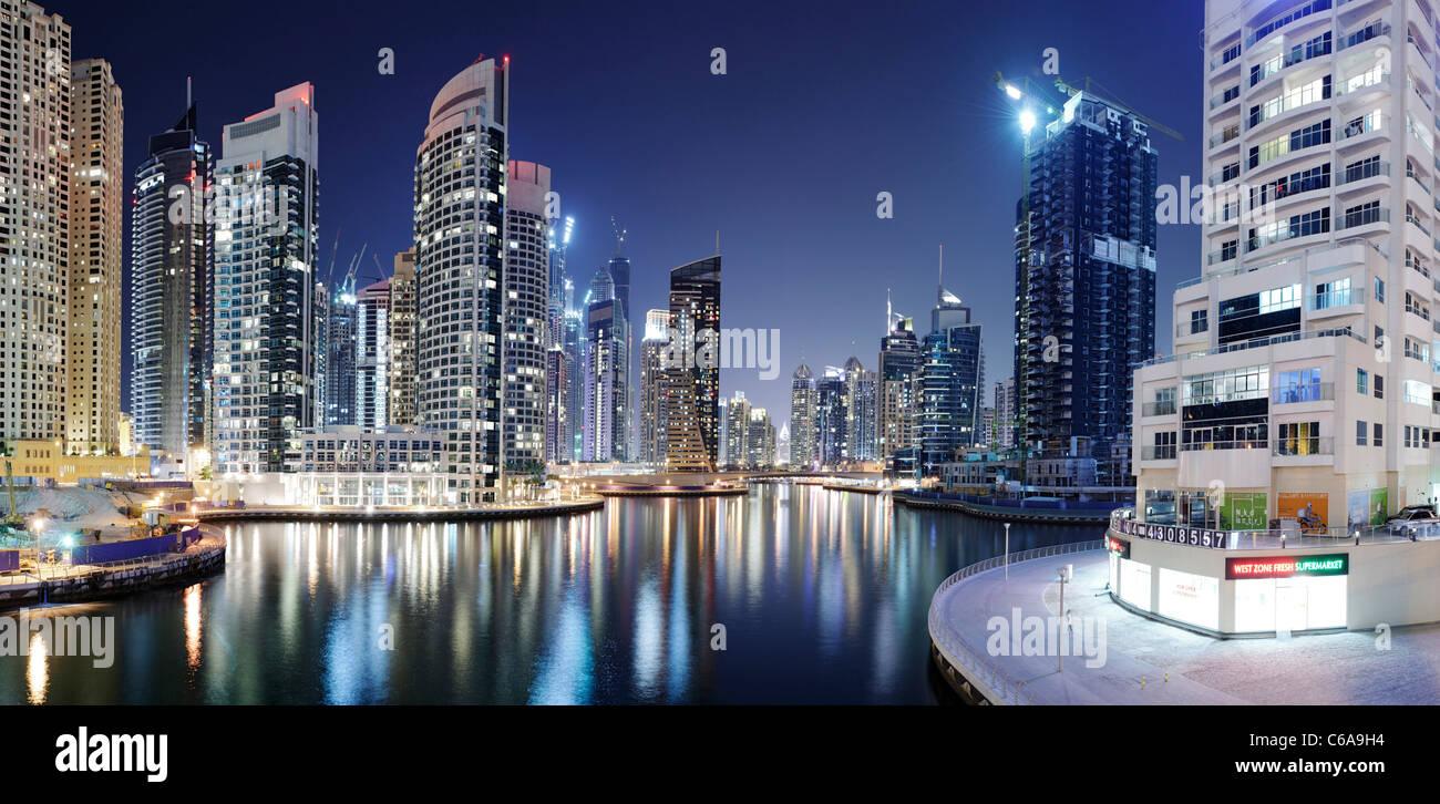 Espectaculares en la noche, Dubai Marina, Dubai, Emiratos Árabes Unidos, Oriente Medio Imagen De Stock