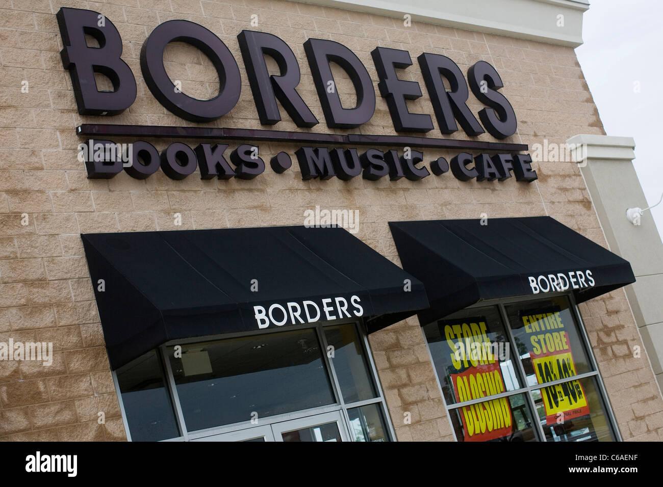 """Un Borders Books tienda con un """"Salir de negocio"""" banner. Imagen De Stock"""