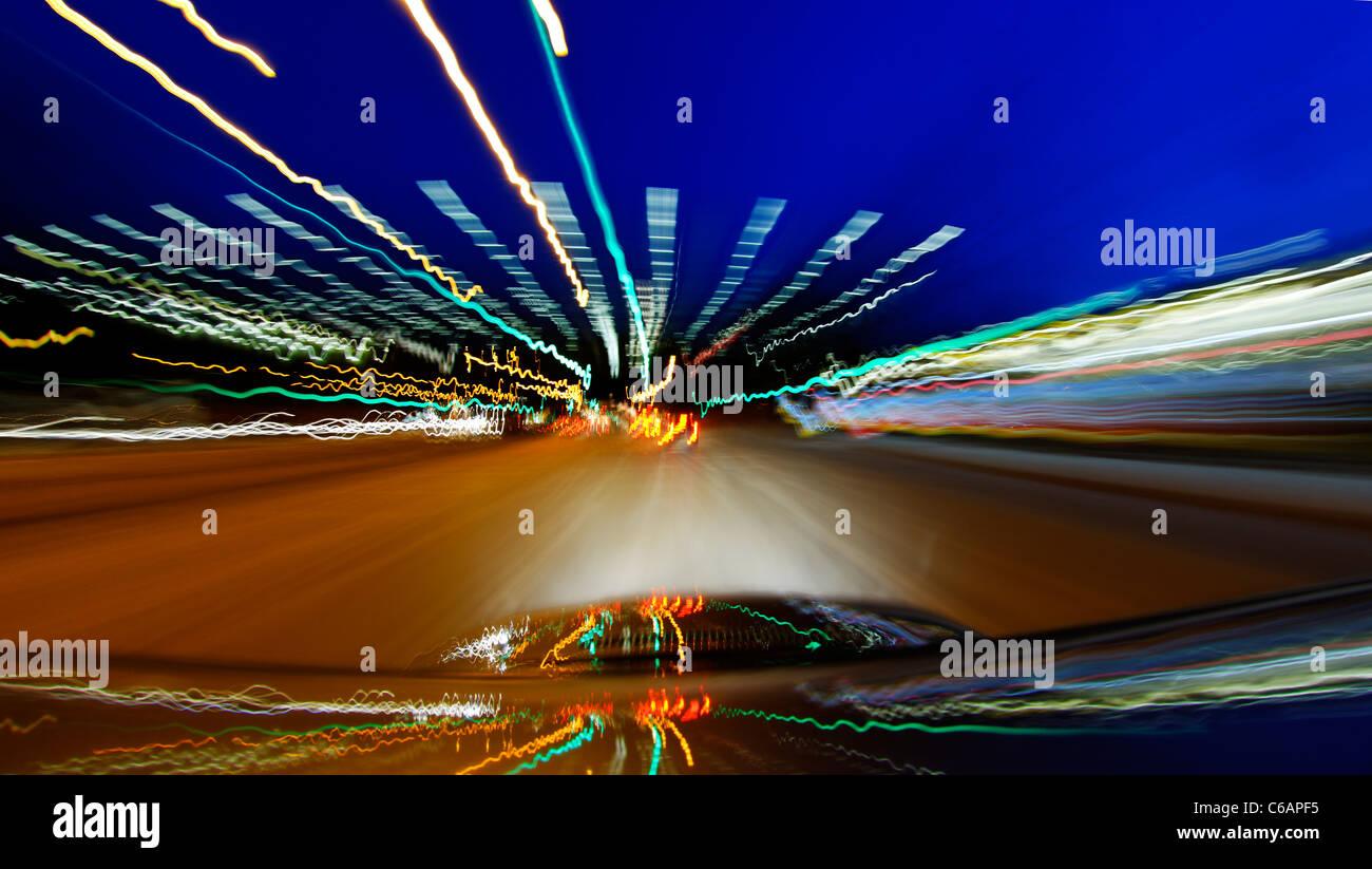 El tráfico por carretera, luces borrosa, trazas de luz, luz art, dinámico, colorido, tarde, Hamburgo, Imagen De Stock