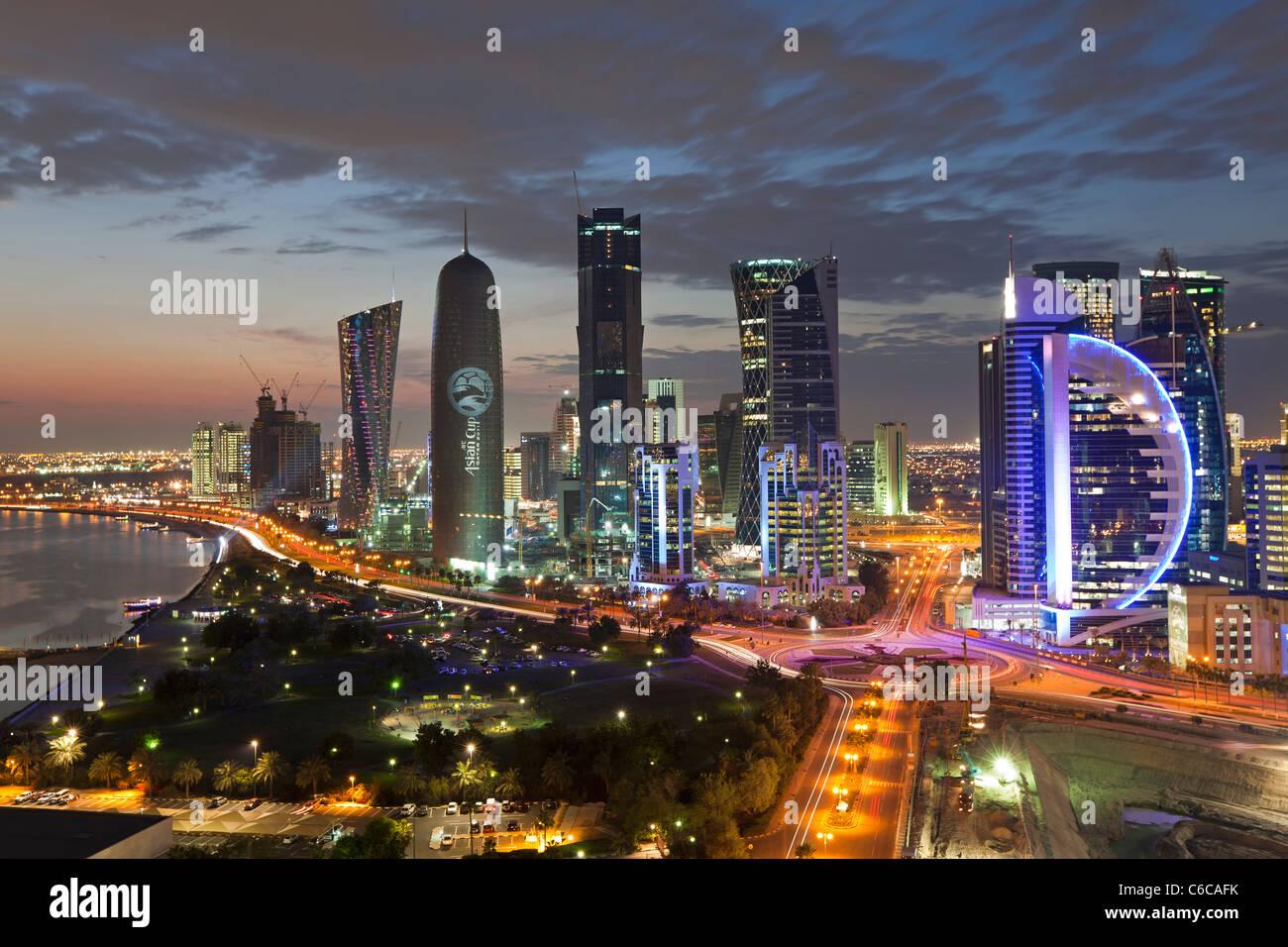 Qatar, en Oriente Medio, la Península Arábiga, Doha, nuevo horizonte del distrito financiero central de Imagen De Stock