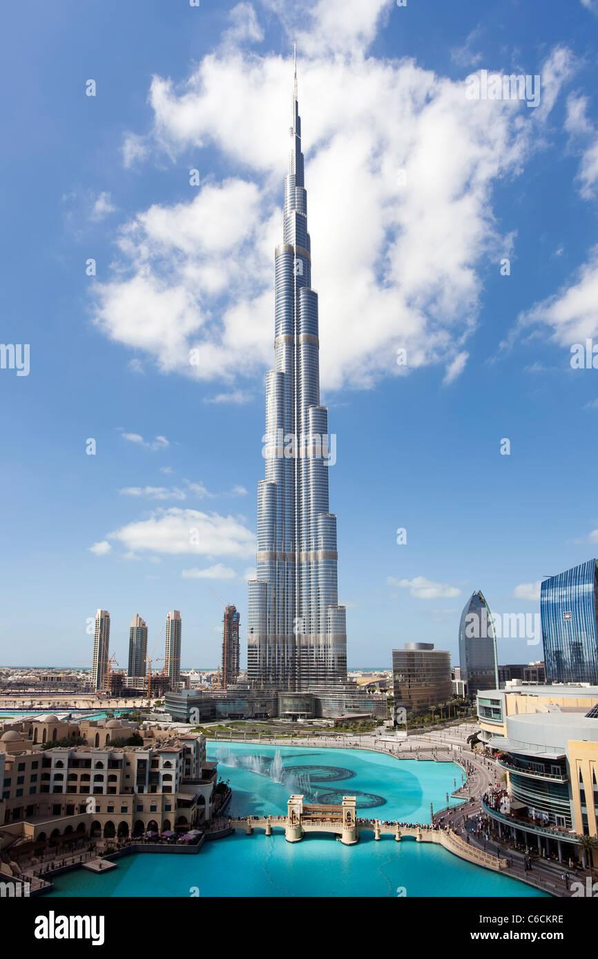 El Burj Khalifa, terminado en 2010, la más alta estructura hecha por el hombre en el mundo, Dubai, EAUFoto de stock