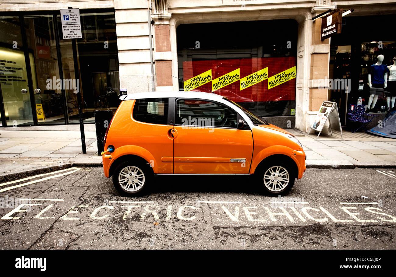 Punto de recarga de coches eléctricos en Londres Imagen De Stock