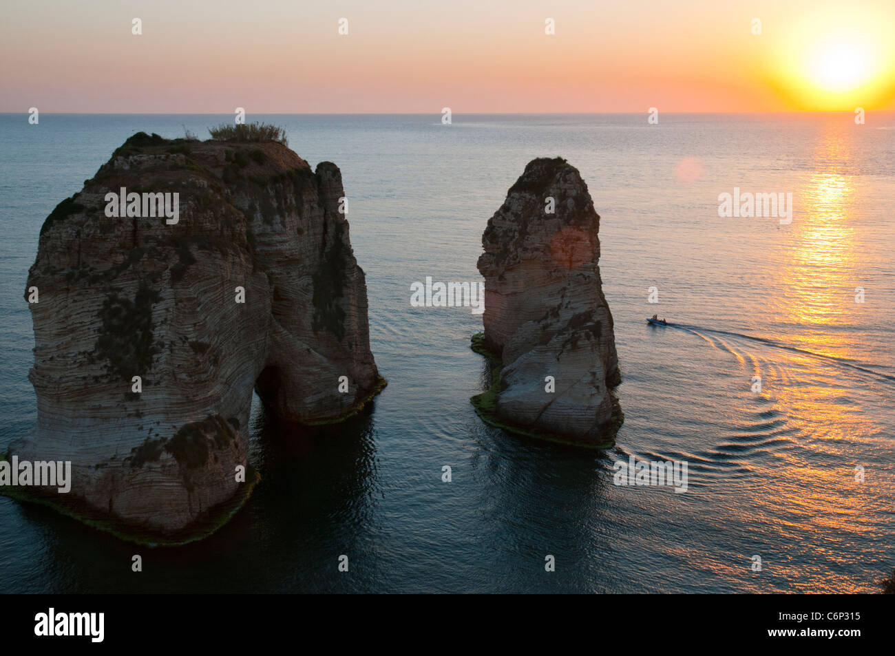 Pigeon Rocas. Beirut, Líbano Imagen De Stock