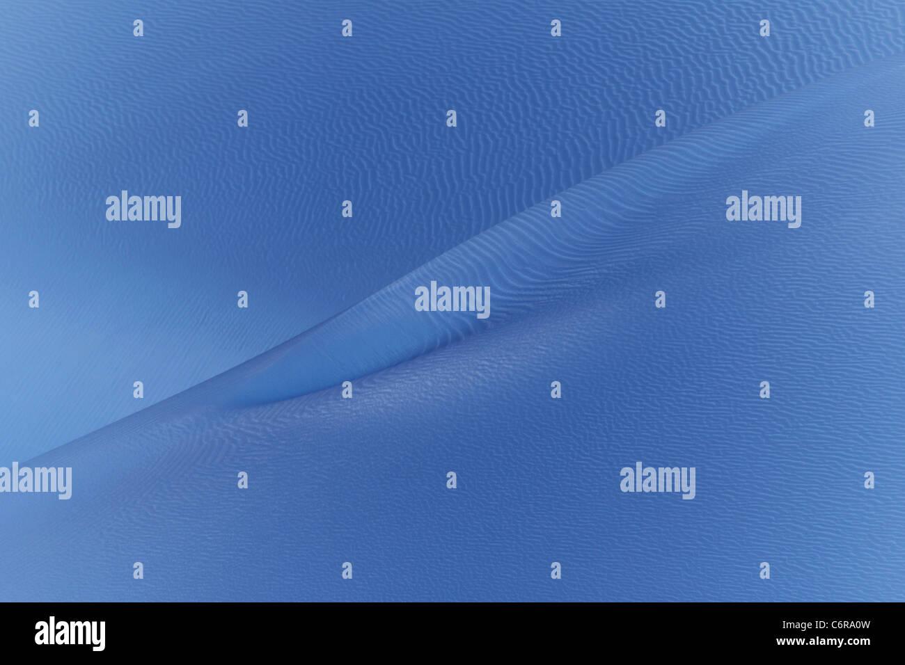 El viento sopla la arena gira artística Azul Ártico dando la apariencia de arena o hielo. Imagen De Stock