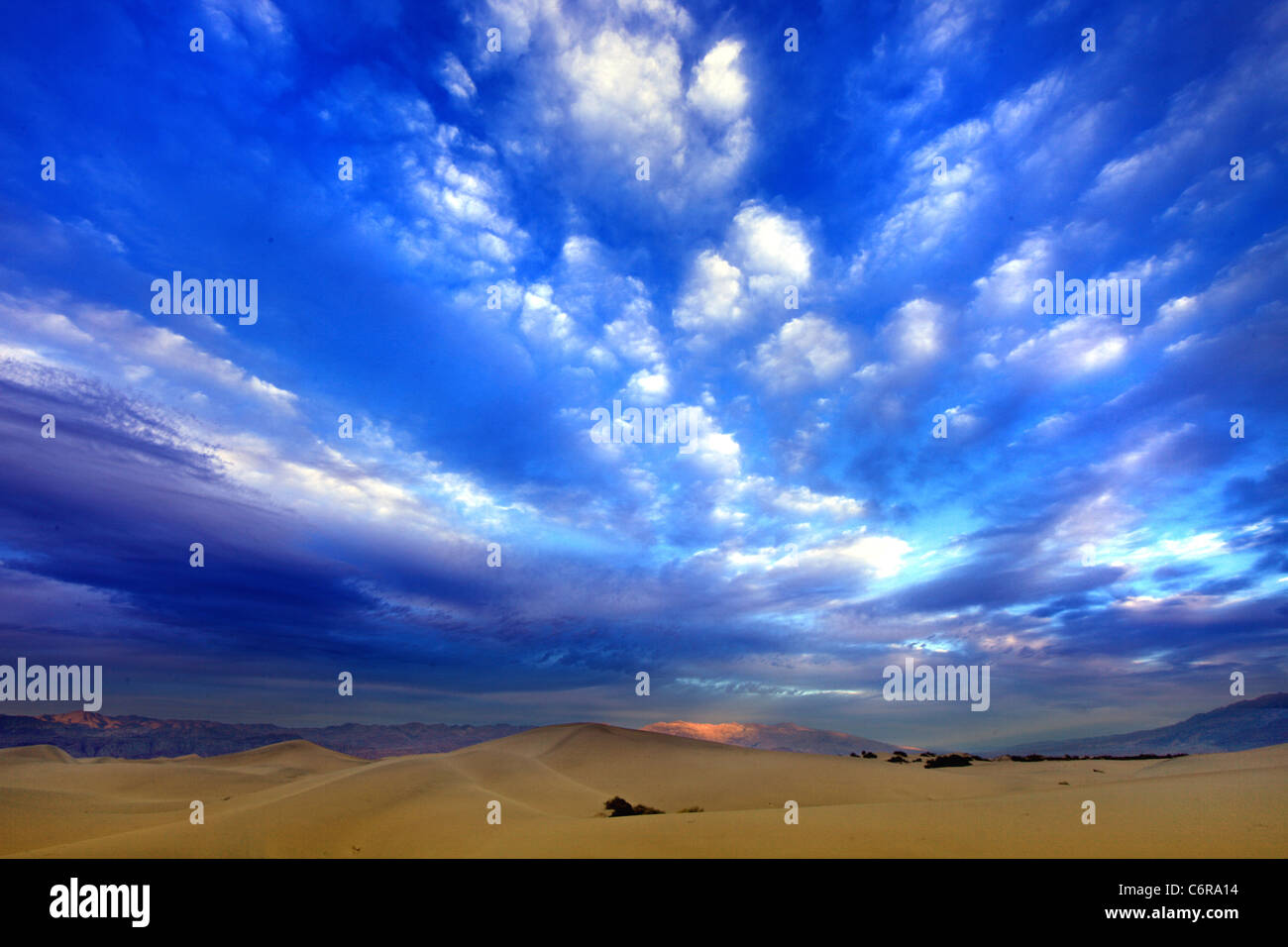 Formaciones de dunas de arena en el Parque Nacional Valle de la Muerte, California Imagen De Stock