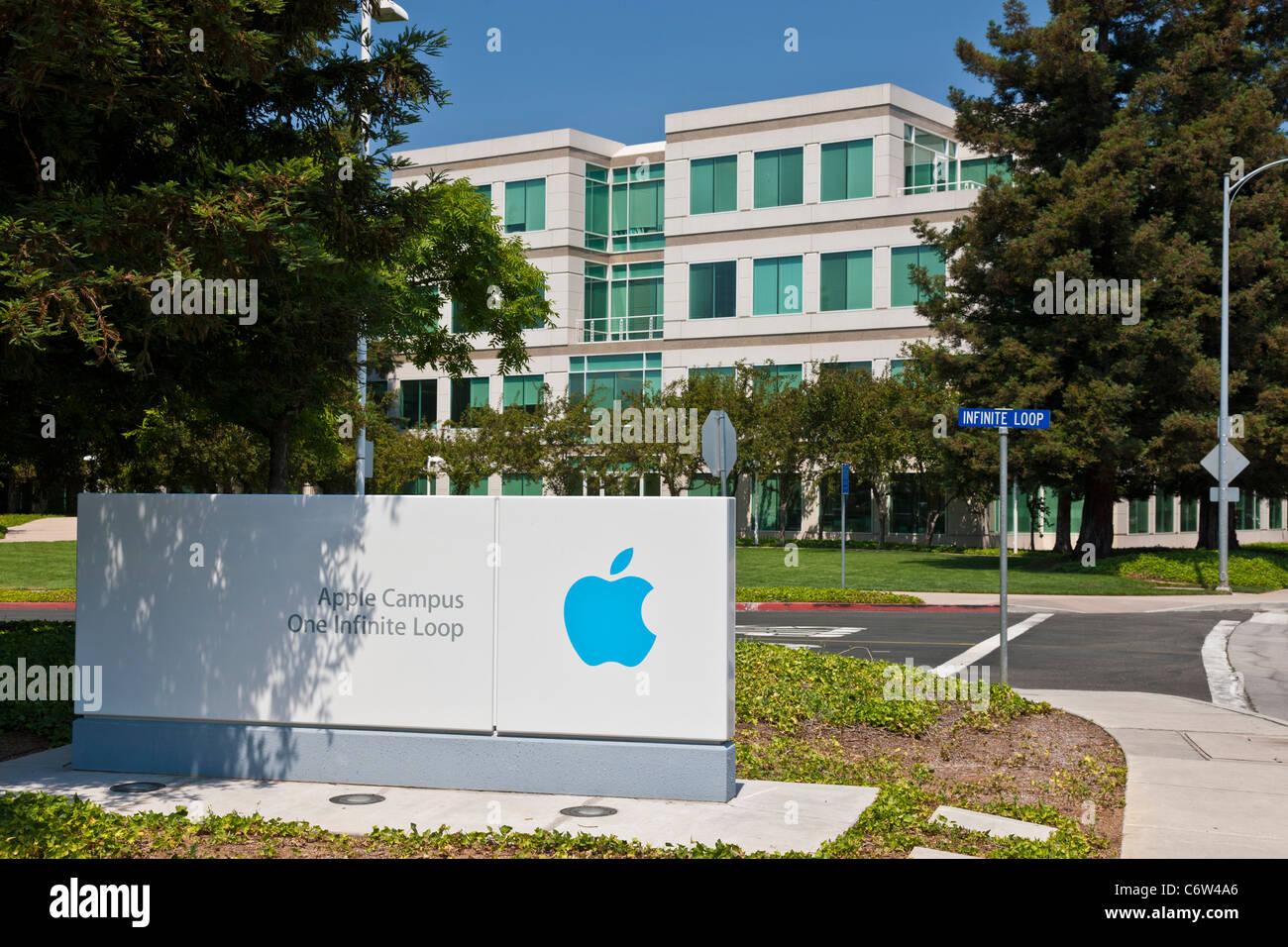 Logotipo de Apple Apple fuera incorporado en la sede corporativa de 1-6 Infinite Loop, Cupertino, California, EE.UU. JMH5192 Foto de stock