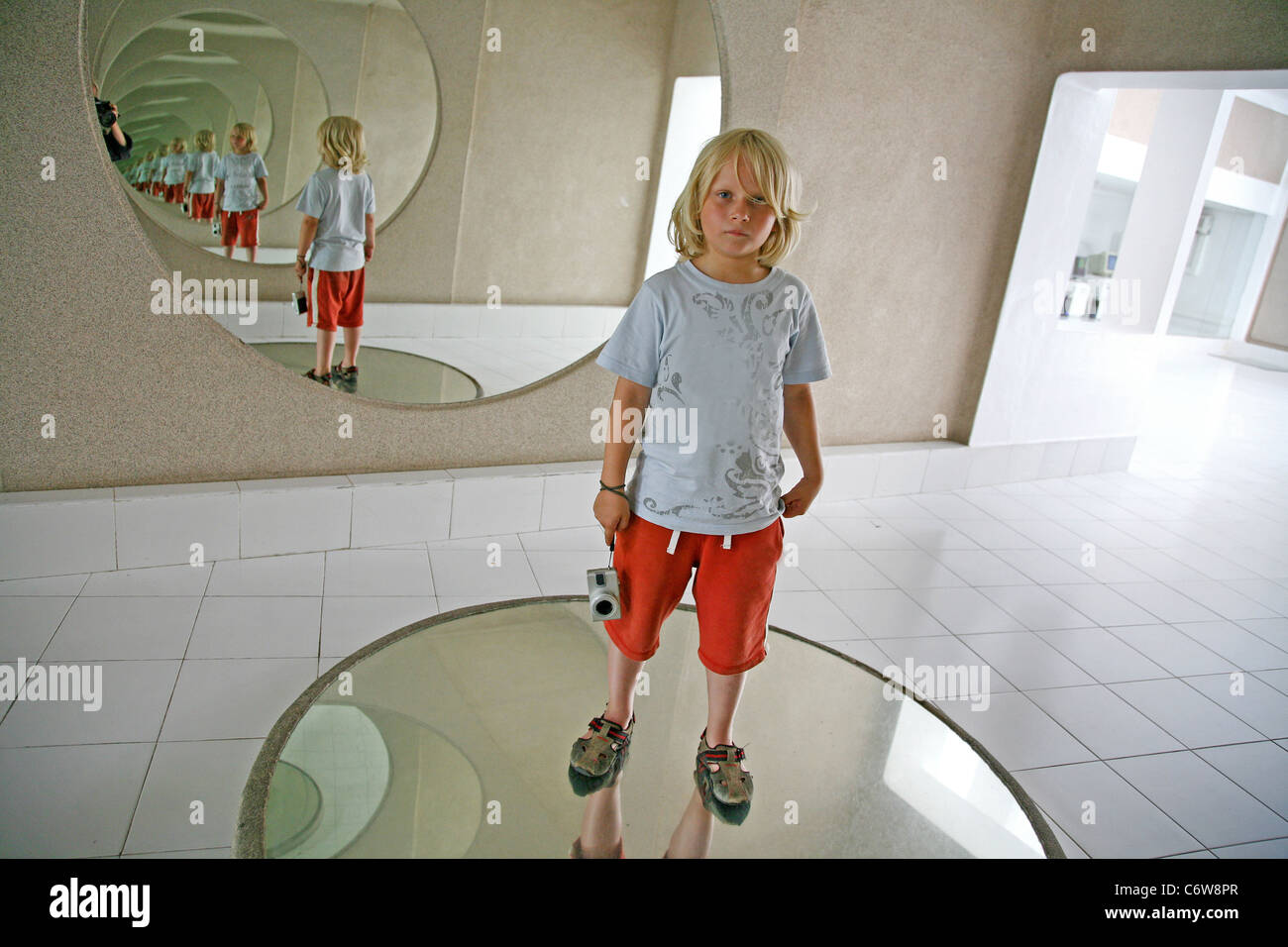 En un Espejo Chico Imagen De Stock