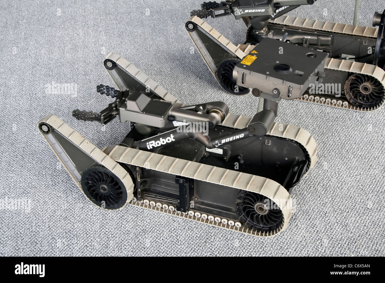 Boeing iRobot SUGV pequeños vehículos terrestres no tripulados en la Farnborough International Airshow Foto de stock