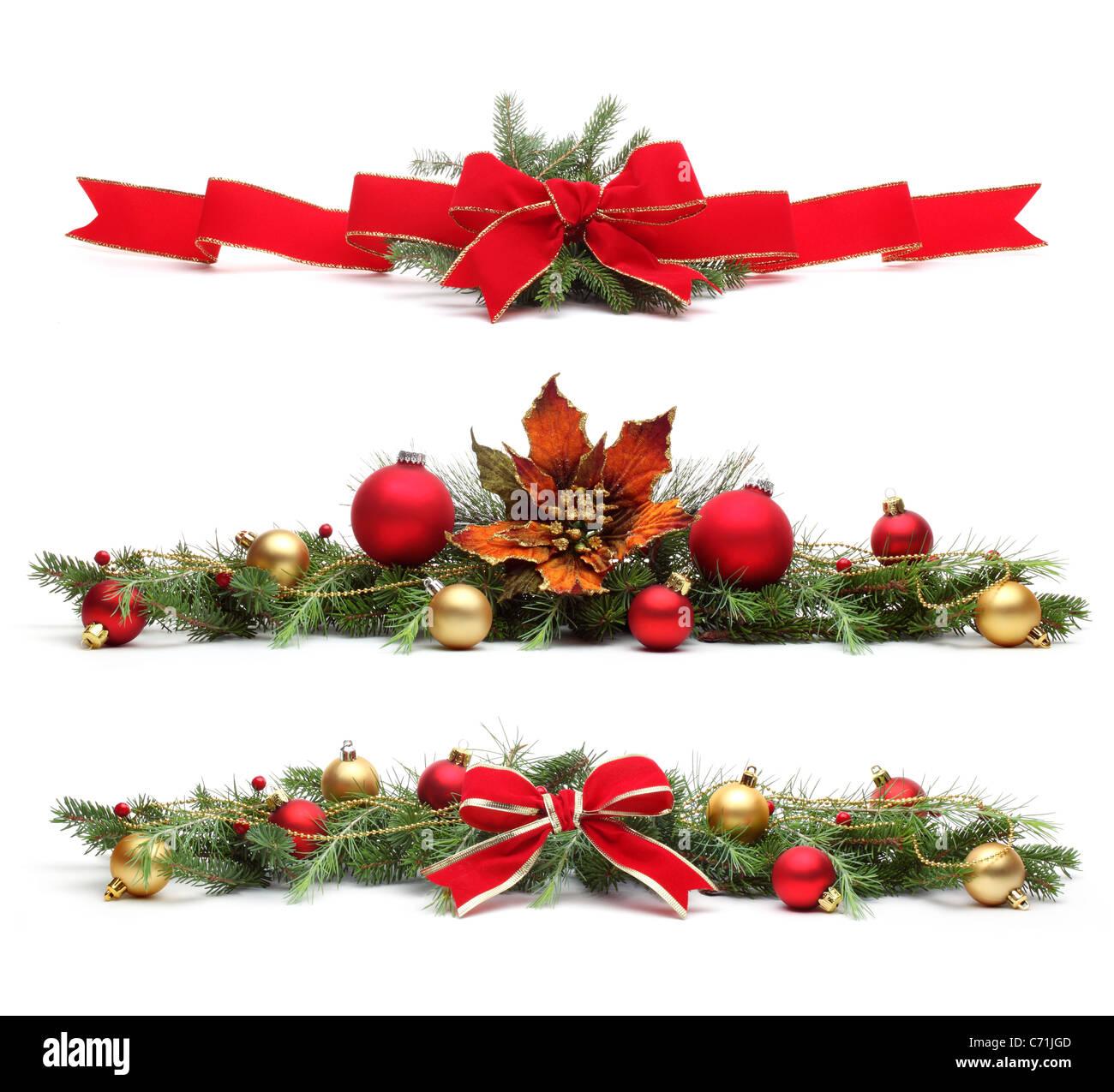 Delicados ornamentos navideños,aislado sobre fondo blanco. Imagen De Stock