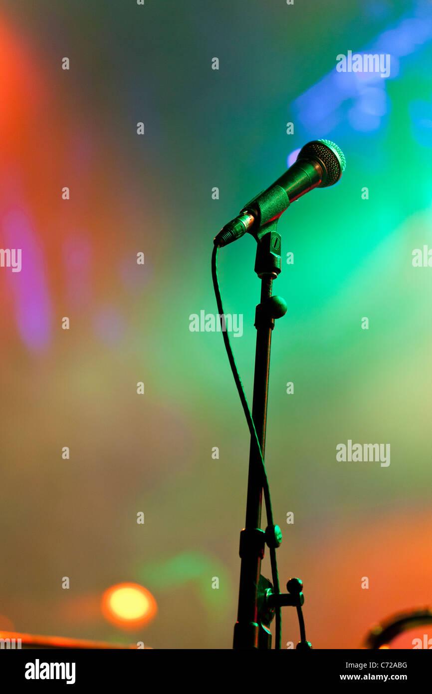 Canadá, Quebec, Montreal, festival de jazz de Montreal, micrófonos y luces del escenario Imagen De Stock
