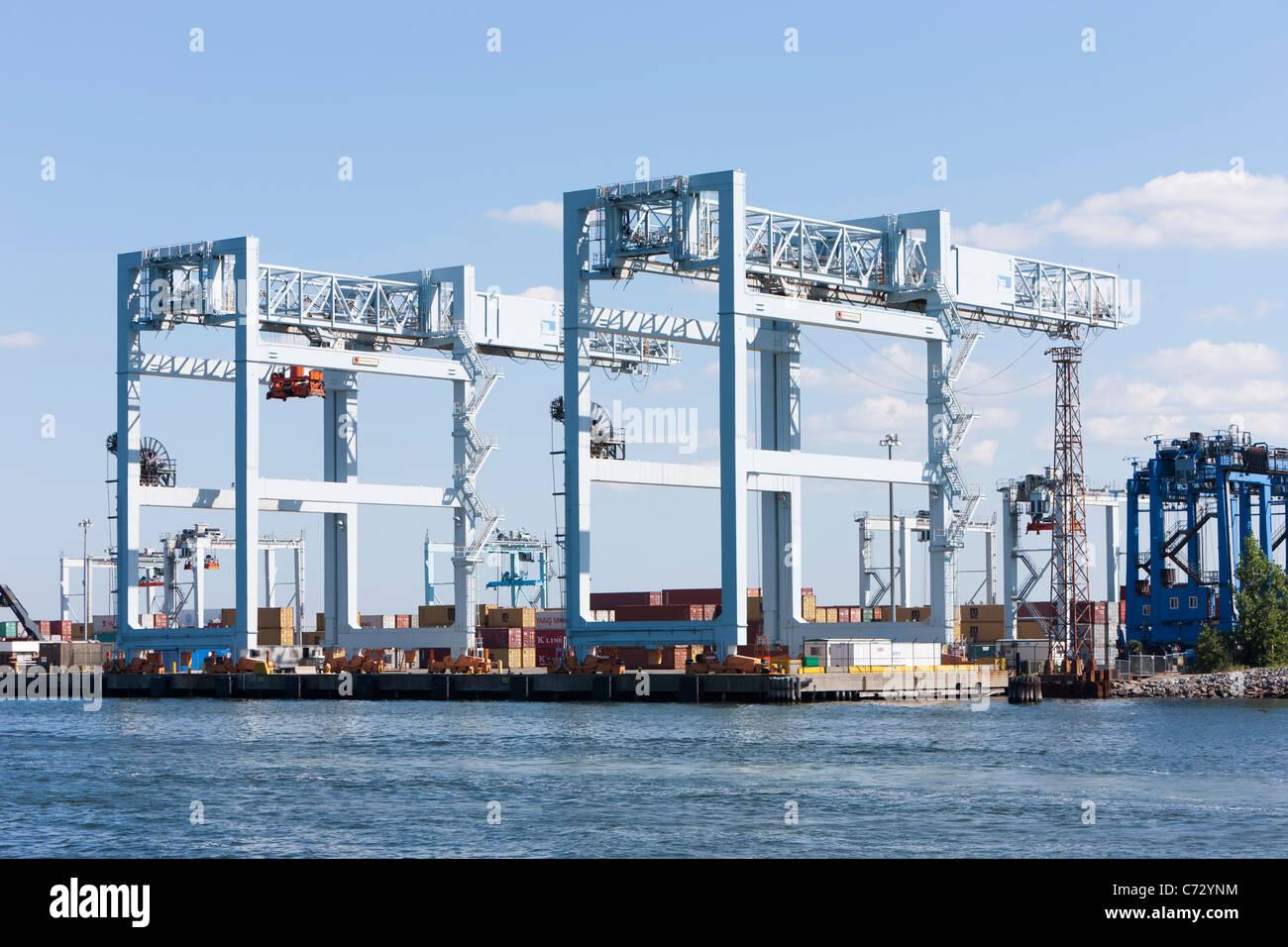 Grúas Portainer 1 y 2 de en el Massport Paul W. Conley Container Terminal, Boston, Massachusetts. Imagen De Stock