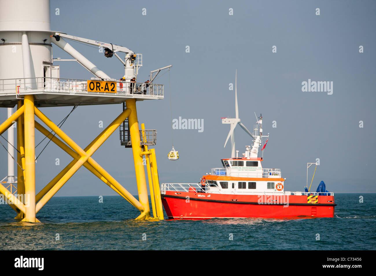La construcción del parque eólico offshore Ormonde, las turbinas de 5MW son las más potentes en el mundo Foto de stock