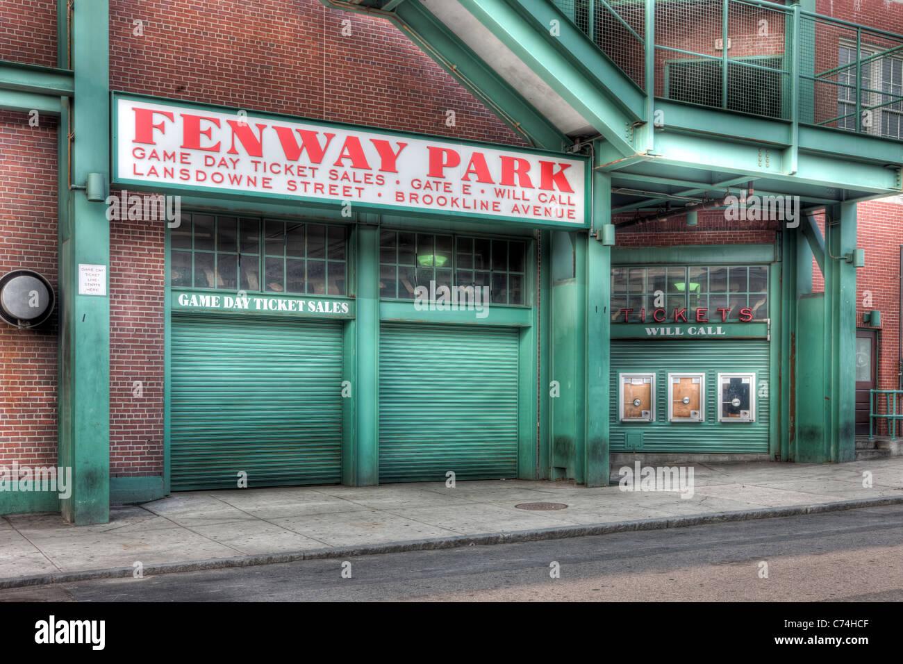 Una vista del histórico Fenway Park en Boston, Massachusetts desde justo fuera de la puerta E, en Lansdowne Imagen De Stock