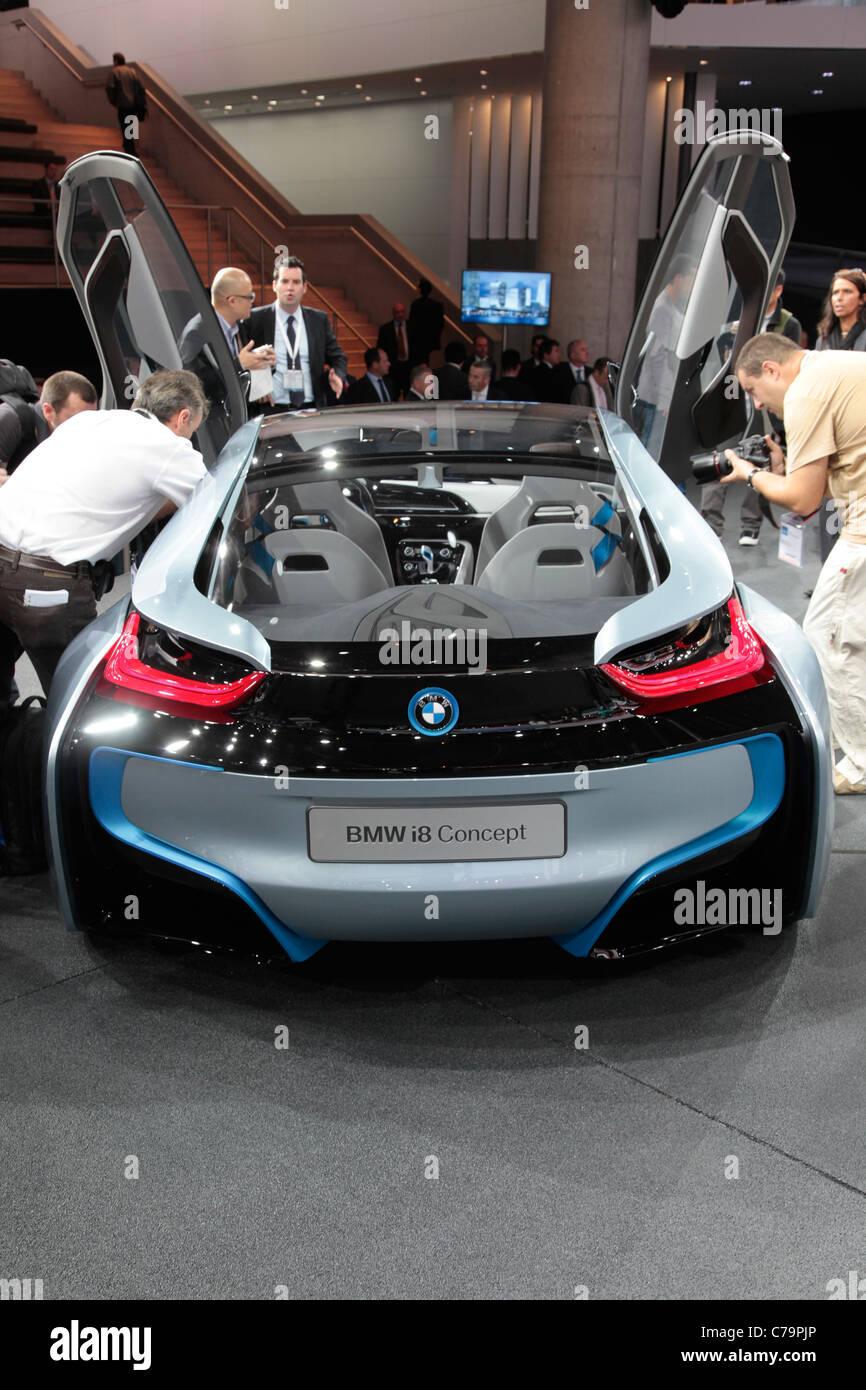 Nuevo BMW i8 Concept Car eléctrico en la IAA 2011 Salón Internacional del Automóvil de Frankfurt Imagen De Stock
