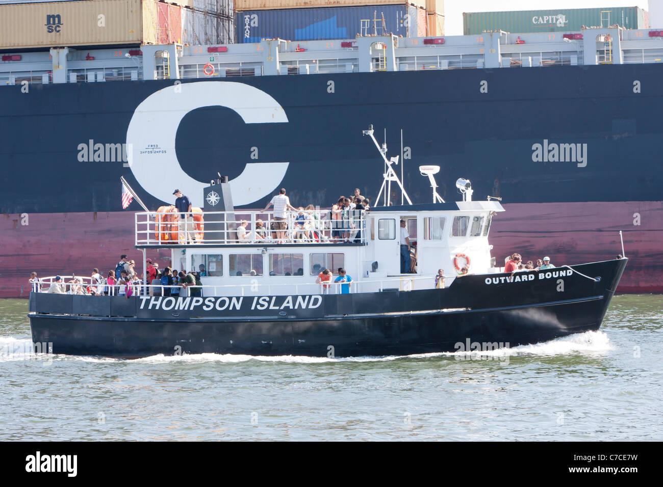 Outward Bound Thompson Island Ferry regresar a Boston, Massachusetts. Imagen De Stock