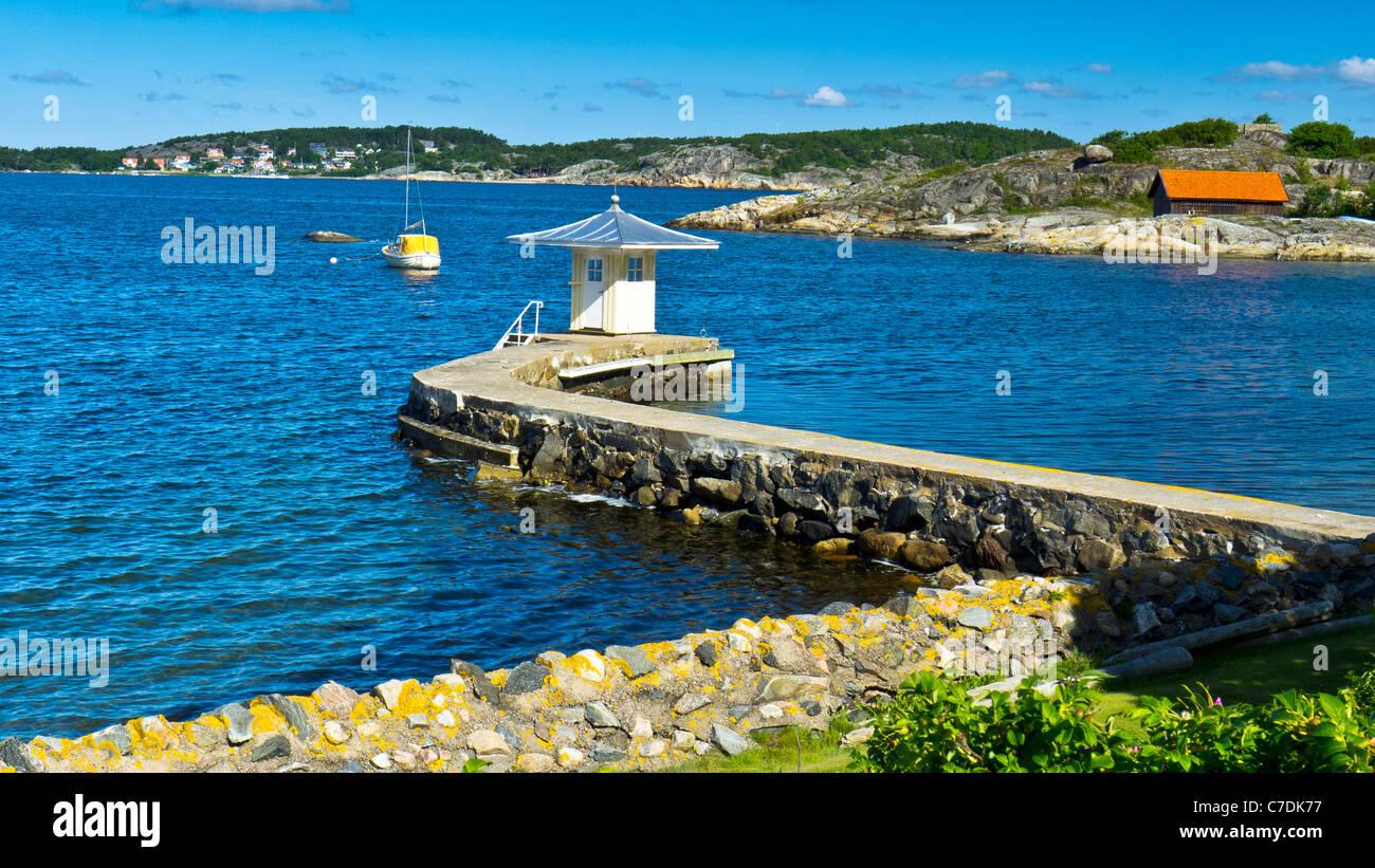 La costa al sur de Gotemburgo o Goteborg en la región de Bohuslän Suecia Foto de stock