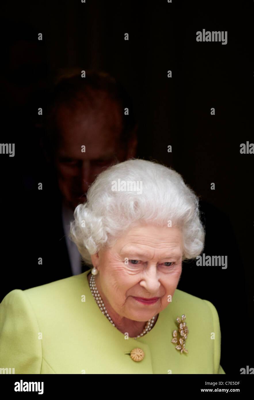 Su Alteza Real la Reina y el Duque de Edimburgo reunirse con David y Samantha Cameron fuera del 10 de Downing Street Imagen De Stock