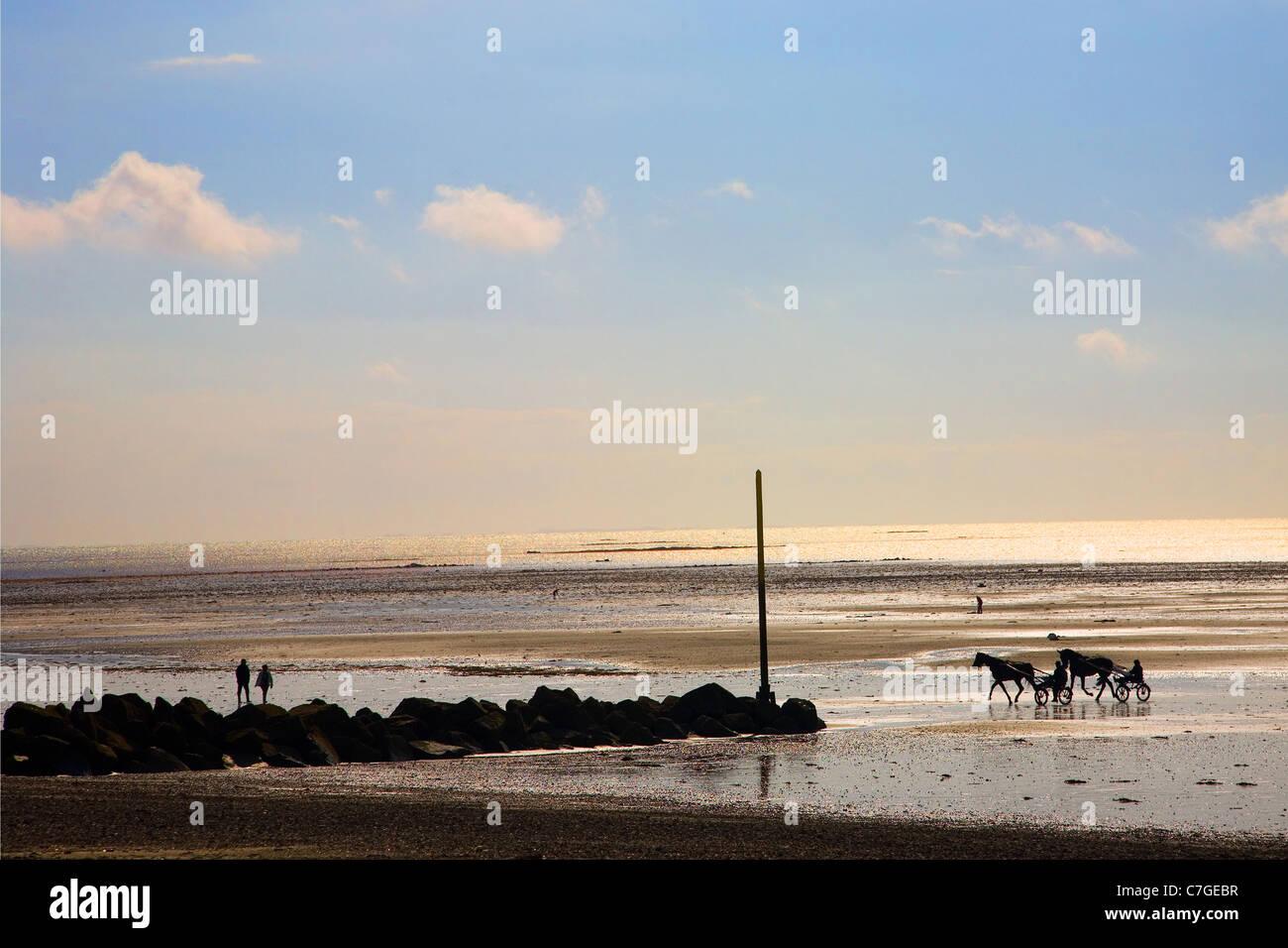 La playa en el Agon Coutainville, Normandía - tarde con marea baja. Foto de stock