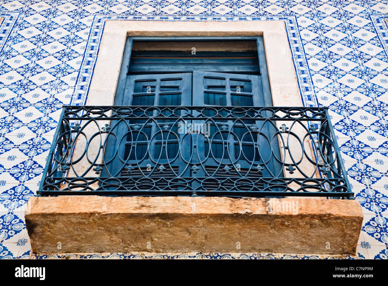 Sobrados De Dos Pisos Casas Coloniales Con Fachadas De Azulejos