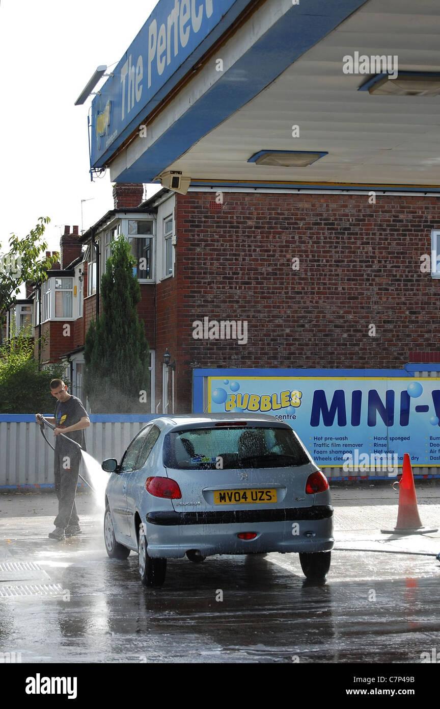 Car wash business imgenes de stock car wash business fotos de alquiler siendo pintado a mano lavar el coche instalacin antes de apagar el motor imagen de solutioingenieria Gallery