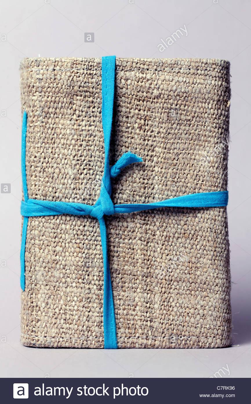 Tapa de notebook fabricadas a partir de materias ásperas y canvas cordón azul Imagen De Stock
