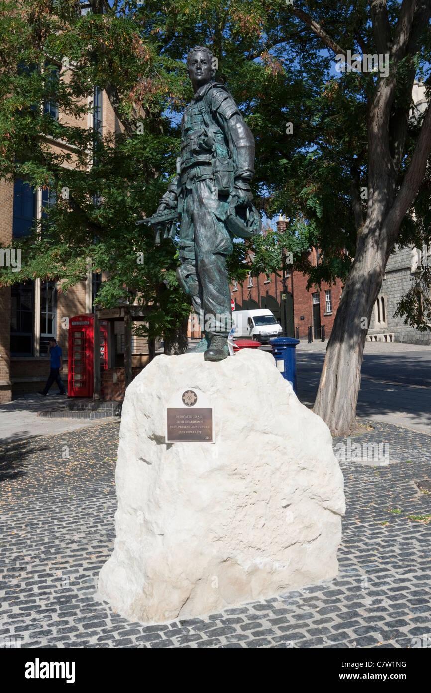 Estatua Memorial en Windsor, Berkshire conmemorando el Irish Guards, Inglaterra, Reino Unido. Imagen De Stock