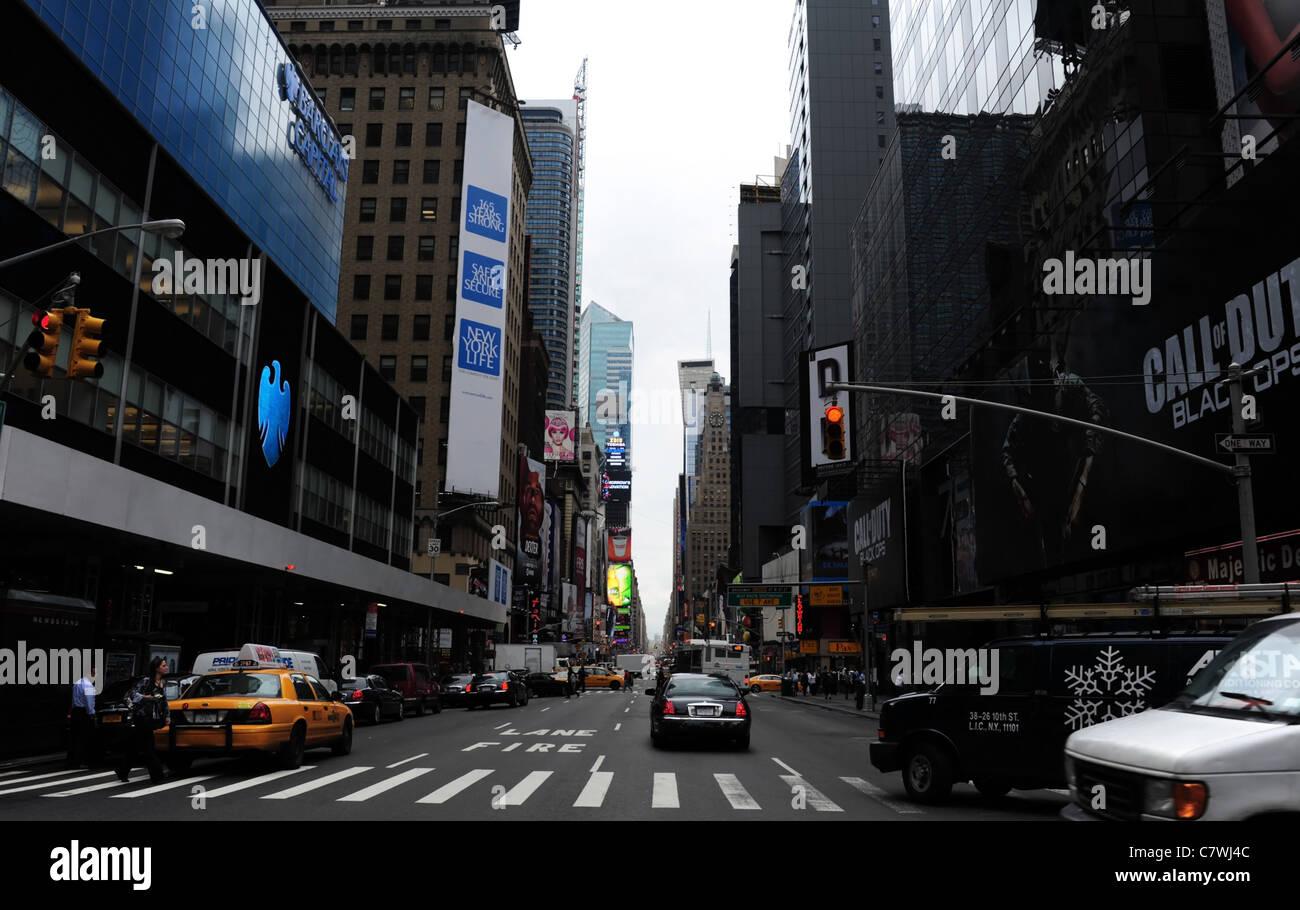 1 Car Red Rear Lights Moving Centre Mid Distance Imágenes De Stock ... 652eda30d79