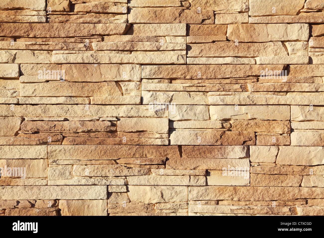 Pared de la casa revestida con piedra Imagen De Stock
