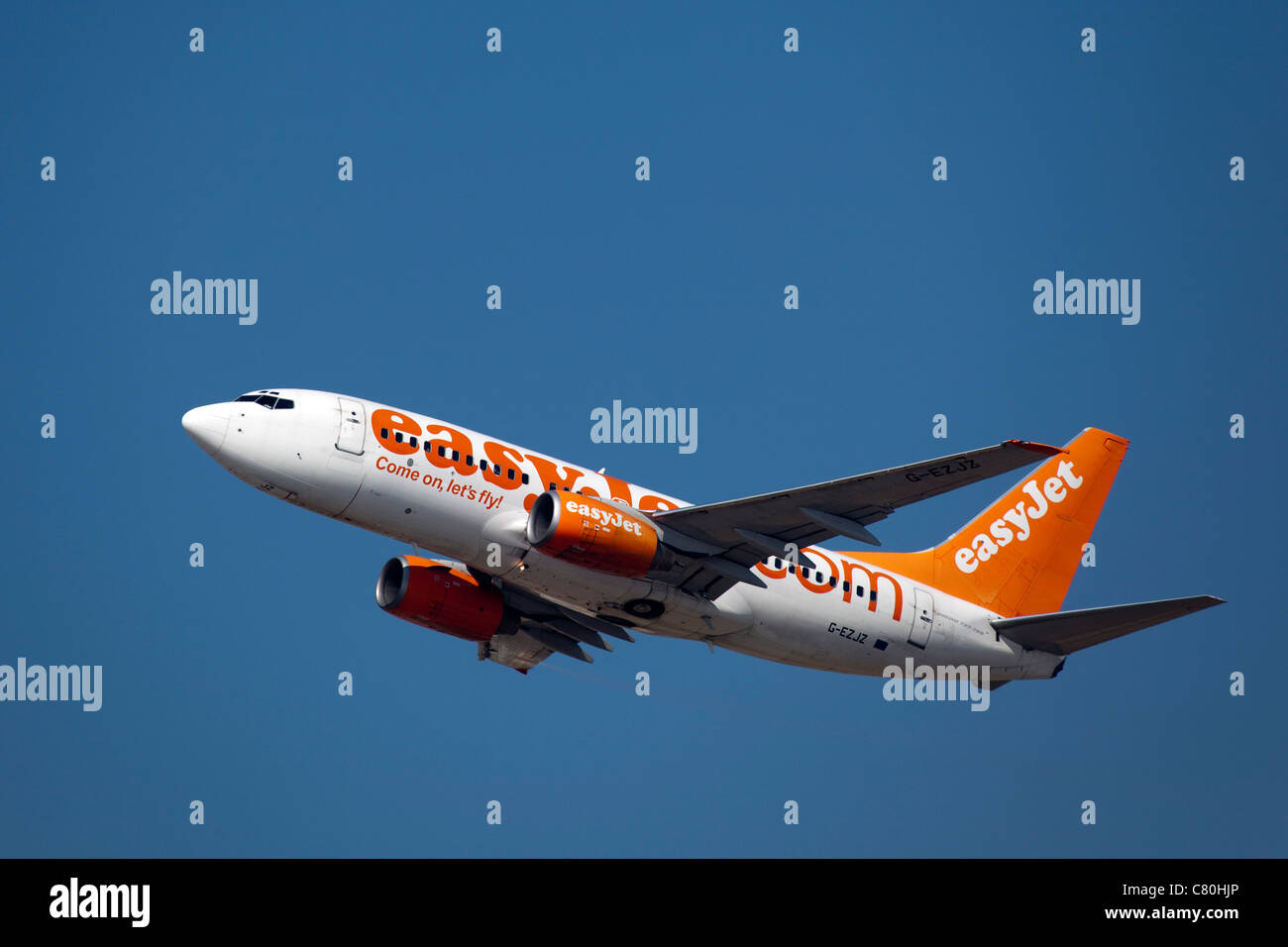 Avión despegando en el aeropuerto de Málaga Costa del Sol Andalucía España Imagen De Stock